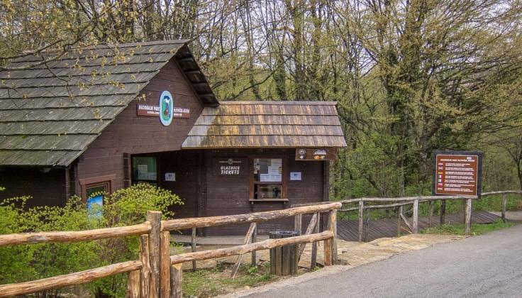Entrance-to-Plitvice-Lakes